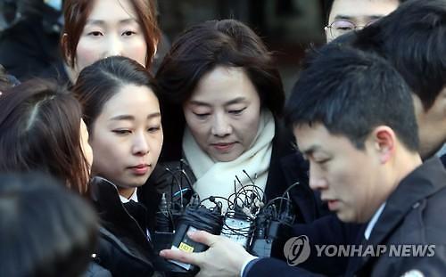 """조윤선 사의 표명 소식에…네티즌 """"10년 묵은 체증이 사라지네요"""" [왁자지껄]"""