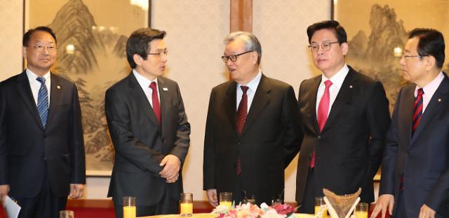 한국당, 고위당정에서 골목상권 활성화 대책 정부에 주문