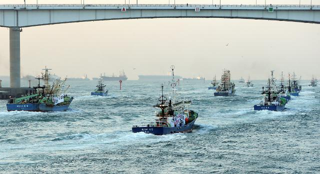 [UPDATES] Fishermen put aside nets in protest at collection of sand from seabed