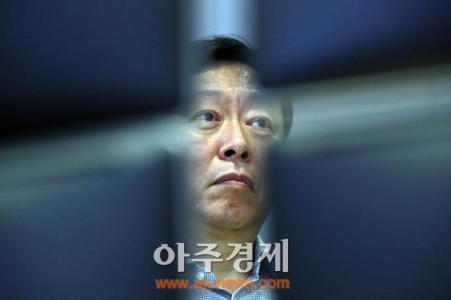 롯데, 사드 보복에 '경영권 분쟁' '뇌물죄 의혹' 삼중고