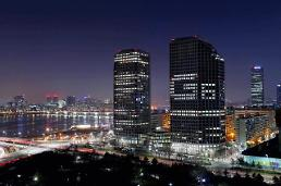 .[PHOTO NEWS]  LGs main building in Seoul wears a lighting ad .