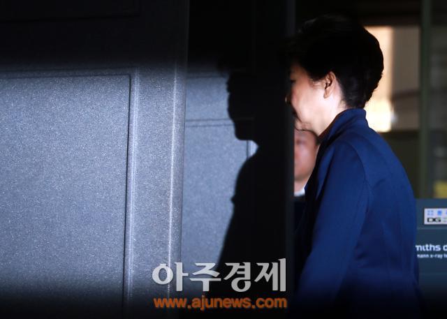 박근혜 前 대통령 사면 반대 63.8% vs 찬성 25.8%