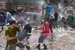 .[GLOBAL PHOTO] Spring cleansing in Unkraine.