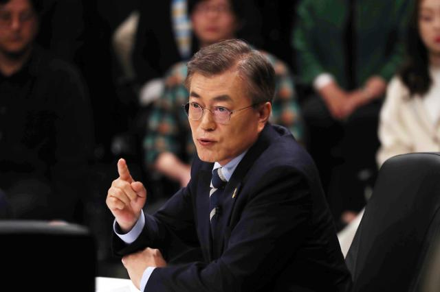Top presidential candidate Moon under fire for disliking homosexual