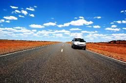 .Australian 12-year-old boy drives 800 miles on his own.
