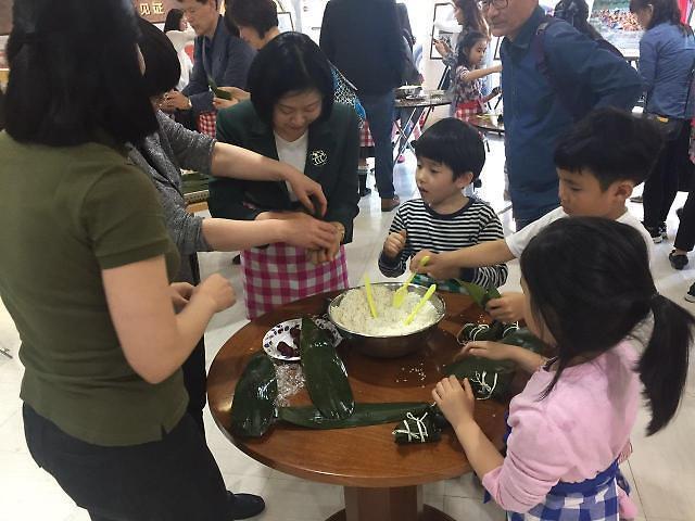 """[동영상] """"中 문화원서 단오절 전통 음식 만들기 체험해요"""""""