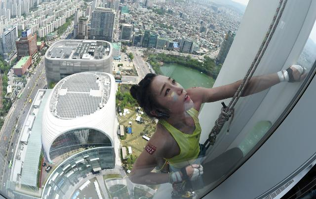 Kim Ja-in sets record in female climbing after scaling 555-meter-tall tower