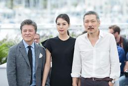 .[GLOBAL PHOTO] Director Hong Sang-soo attend photo call with Kim Min-hee.
