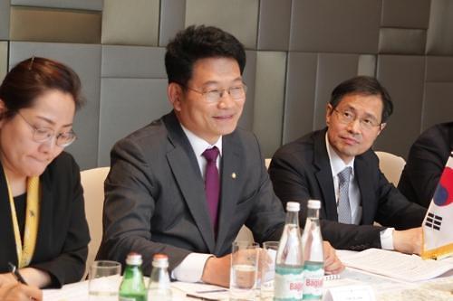 韩总统特使会见俄高官 商讨朝核威胁两国合作等问题