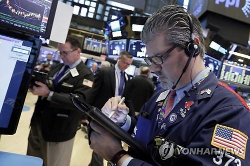 [글로벌 증시] 미국 경기둔화로 은행주 약세로 하락…유럽증시 에너지주 하락 혼조세