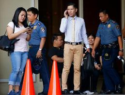 .[GLOBAL PHOTO] Gunman sets Casino on fire killing dozens in Philippines.