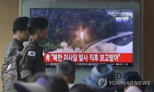 """""""북한 미사일, 올 들어 5번째 일본 EEZ 낙하""""...정치 위기 아베, 한반도 위기설 재탕하나"""