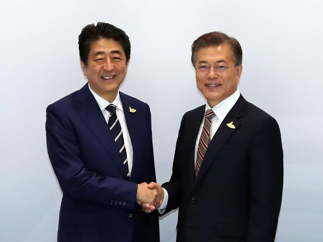 """문재인 대통령 """"우리 국민 위안부합의 수용 못해""""…아베 총리와 이견차 팽팽"""
