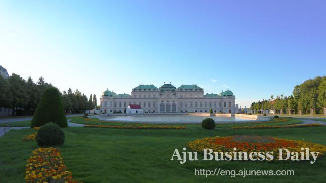 [AJU PHOTO] Beautiful Belvedere Palace in Vienna, Austria