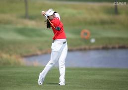 .Teen golfer Choi Hye-jin assured of huge sponsorship before making pro debut.
