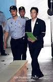 .Samsungs de facto leader appears in court for historic trial.