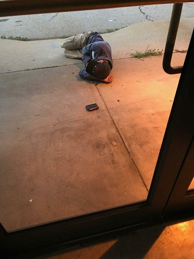 Homeless man sleeps outside of animal shelter to find his dog