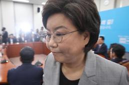 .正党党首李惠熏因受贿丑闻辞去代表一职.