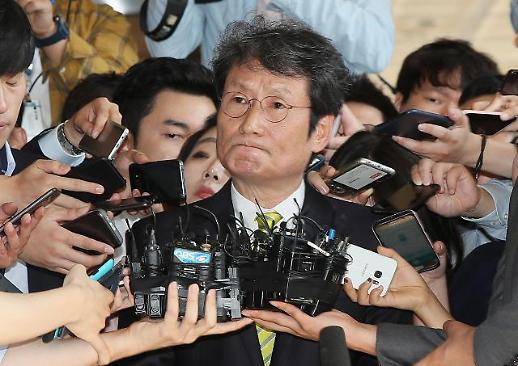"""MB 블랙리스트 문성근 검찰 출석…""""이명박 직접 조사해야"""""""