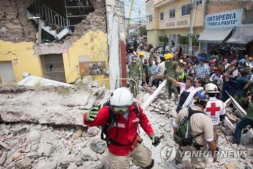 """""""더 강력한 지진 올 수 있다"""" 들썩이는 불의 고리 연쇄 지진에 공포 확산"""