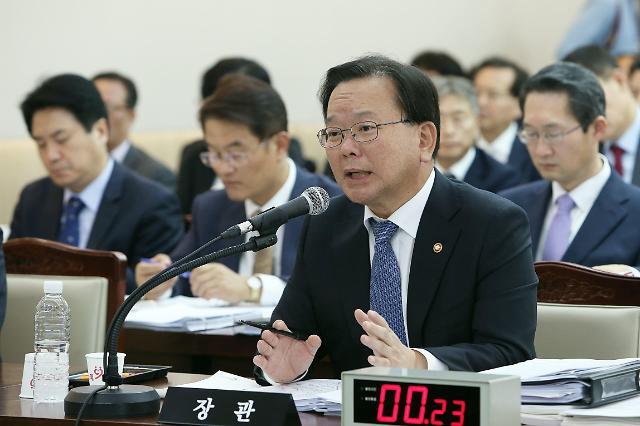 [2017 국감] 야당 의원들, 공무원 17만명 증원 둘러싸고 김부겸 행안부 장관에 직격탄