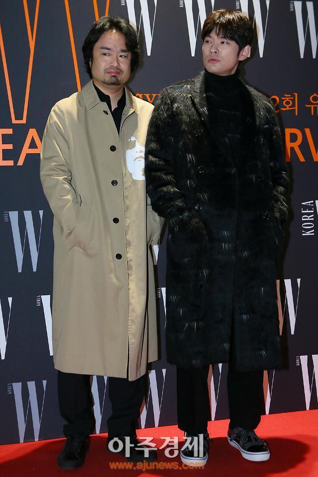 [포토] 포즈 취하는 하세가와 요헤이-장기하 (LOVE YOUR W)