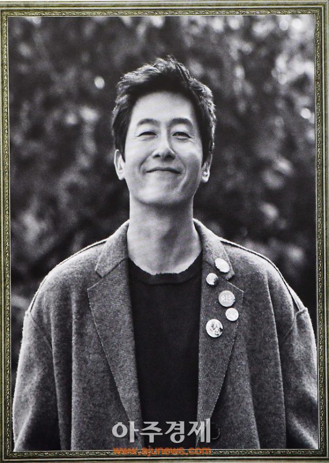 [故김주혁 추모] 연인 이유영부터 송중기까지…故김주혁 향한 눈물 어린 스타들의 배웅