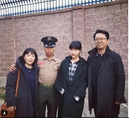 .Akdong Musicians Lee Chan-hyuk completes Marine training.