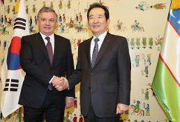 .韩国会议长丁世均会见乌兹别克斯坦总统米尔济约耶夫.