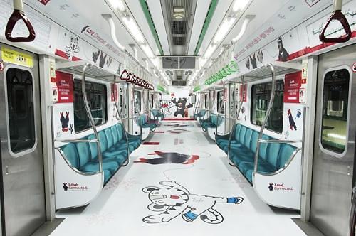平昌冬奥奥运主题列车亮相首尔地铁2号线
