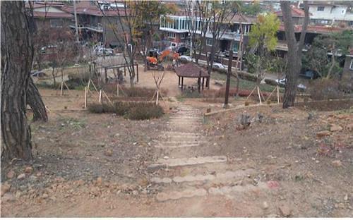 首尔市携手中国建行在市区植树造林