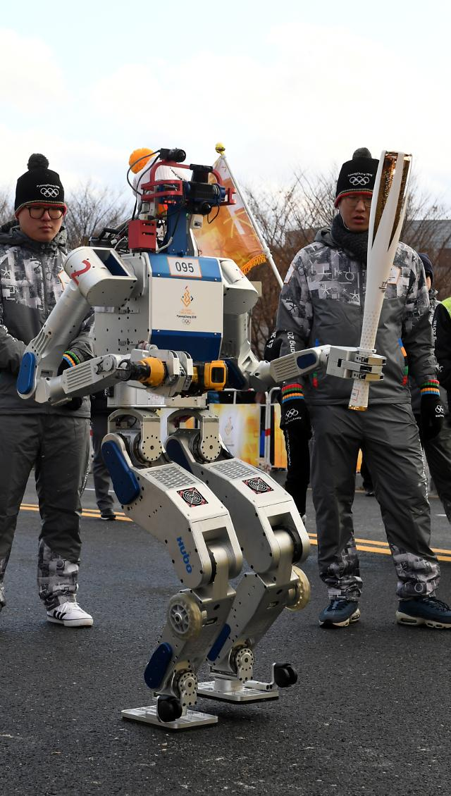 Humanoid robot bears Pyeongchang Olympic Torch for first time