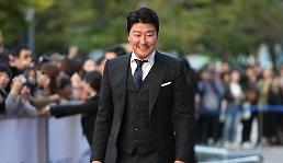 .宋康昊摘获韩国电影制作家协会最佳男主角.