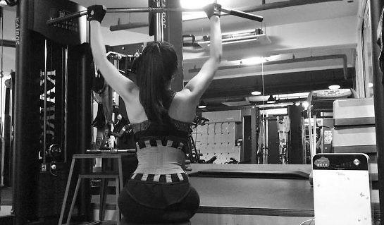 """[#SNS★] 에이핑크 정은지, 잘록허리 성난등근육 뽐내며 운동 삼매경 """"다시 시작!"""""""
