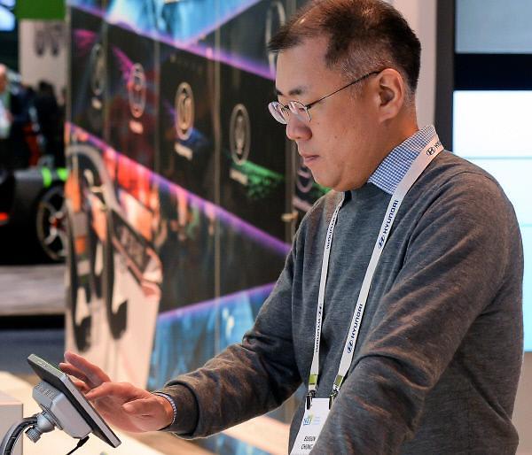 现代汽车副会长郑义宣看好中国市场 今年销量有望破百万