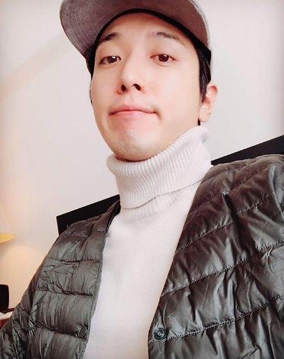 Scandal threatens singer Jung Yong-hwa's post-graduate