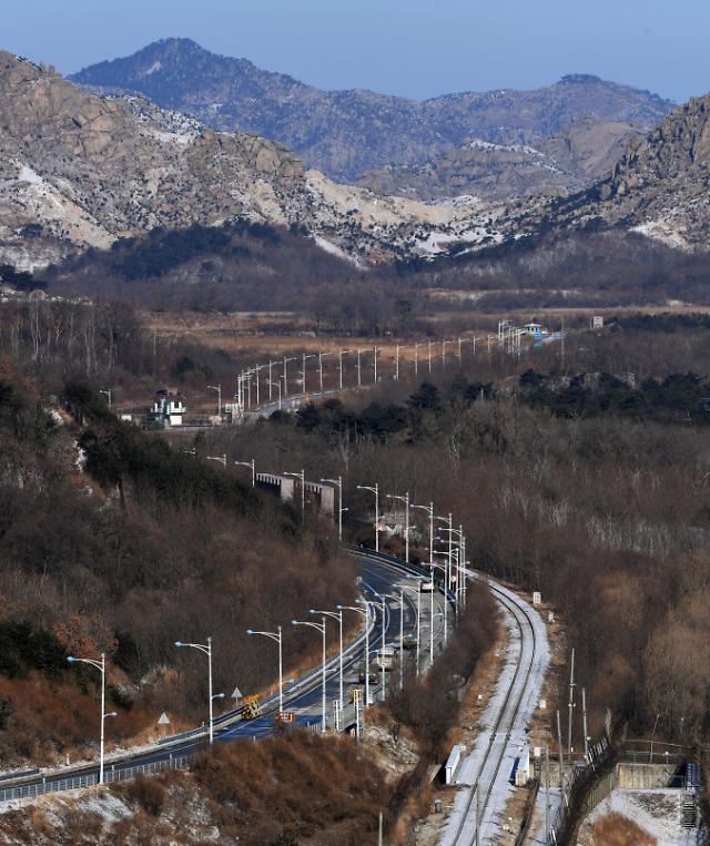 韩方先遣队访朝踩点途经金刚山赴马息岭