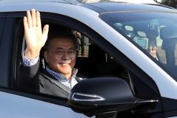 .President Moon takes unheralded test ride of hydrogen fuel cell electric vehicle.