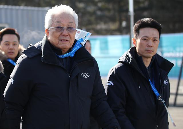 [포토] 평창선수촌에 나타난 북한 장웅 IOC 위원 부자