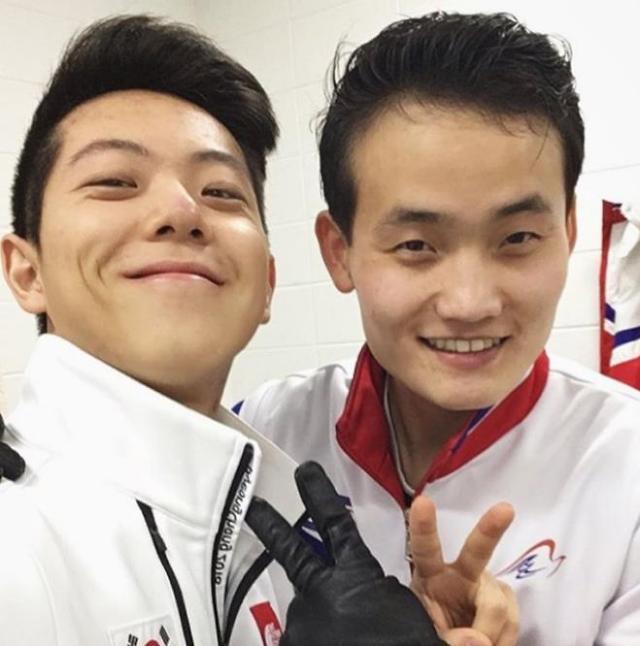 韩国欧巴VS朝鲜小伙 南北花滑运动员亲密自拍
