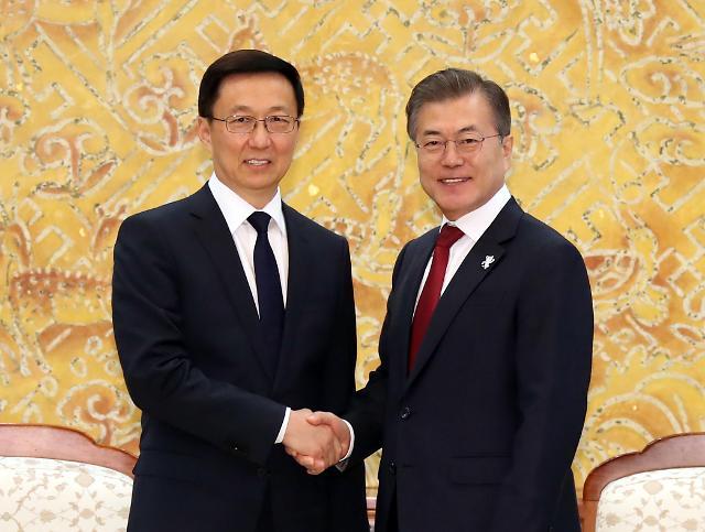 文在寅会见韩正 强调韩中合作和平解决朝核问题