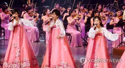 朝鲜庆冬奥艺术团首演成功