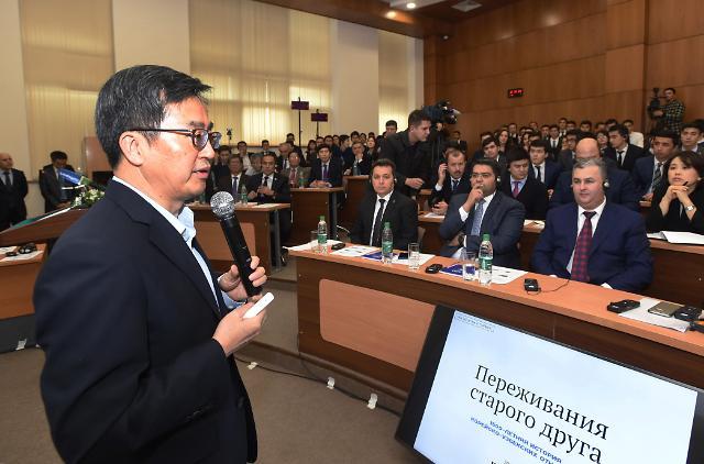 타슈켄트 인하대 학생들에게 혁신 전파하는 김동연 부총리