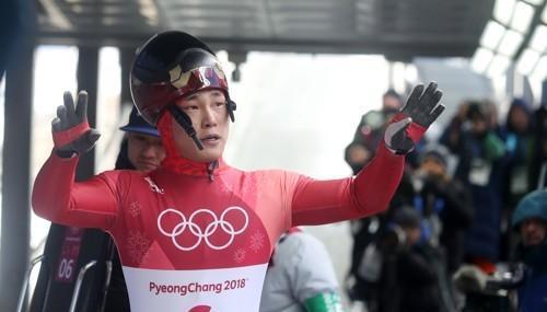 冬奥钢架雪车男单第三轮 韩国尹诚彬继续保持第一