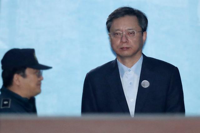 """우병우 징역 2년6개월 선고에 민주 """"겸허히 수용해야"""" 한국 """"엄정한 판단"""""""