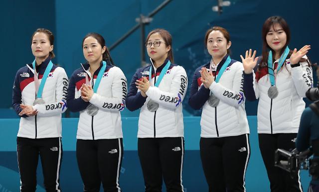 冬奥女子冰壶韩国3-8不敌瑞典摘银