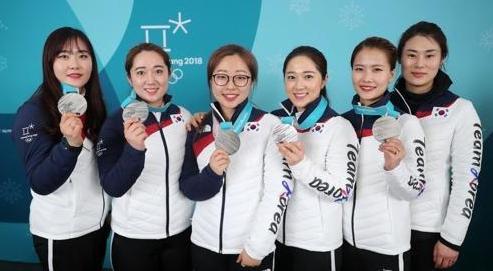 文在寅向韩国冰壶队雪车队发贺电