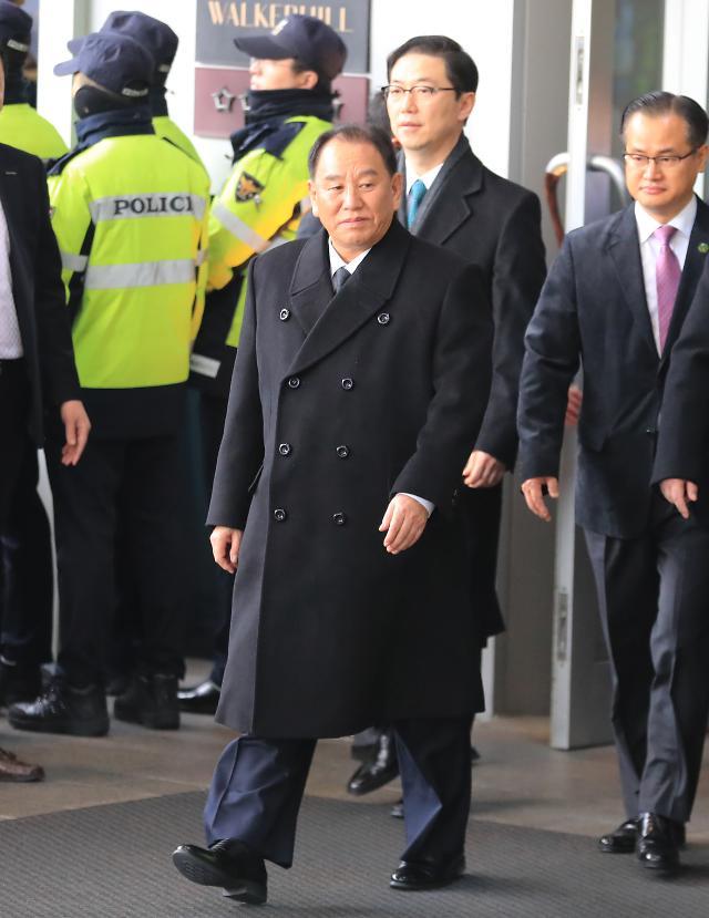 韩统一部长与朝鲜高官团举行早餐会谈