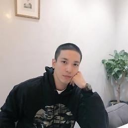 .CNBLUE郑容和今日低调入伍.