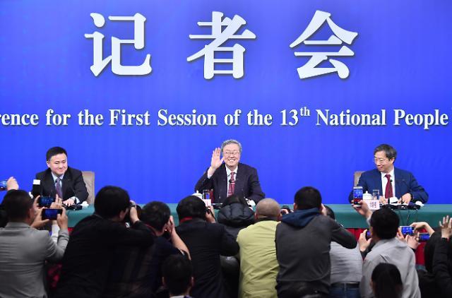 """퇴임 앞둔 중국 미스터 런민비, """"중국 레버리지 축소, 금융개혁 계속"""""""